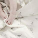 Mies & Co Soft teddy blanket Little Dreams zacht teddy dekentje ledikant wit met kolibries vogels