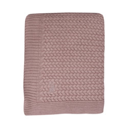 Mies & Co baby lifestyle Soft knitted blanket toddler bed pale pink deken gebreid roze ledikant