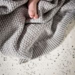 Mies & Co baby lifestyle Soft knitted blanket baby crib soft grey deken wieg gebreid grijs